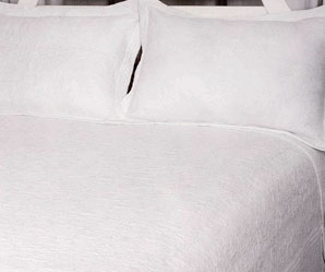 harvard white quilted bedspread emporor size