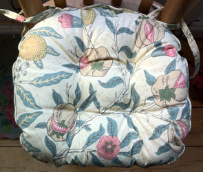 william morris fruits chunky seat pad